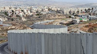 israeli-separation-wall-divides-shuafat-refug1325ef5e_400x225
